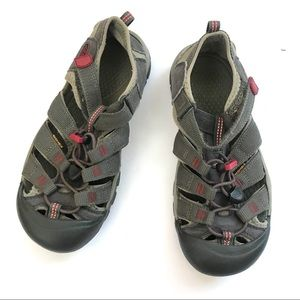 Keen's youth sandals size 4 washable